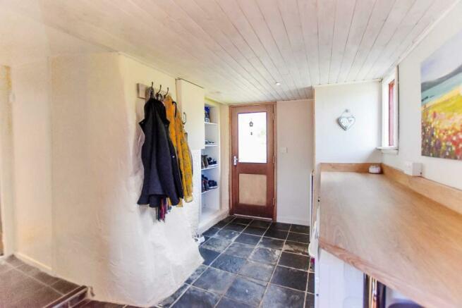 Somedale - Cloakroom.JPG