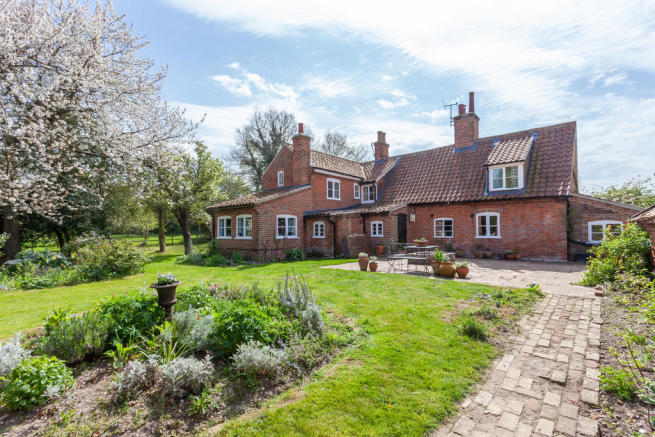 3 bedroom detached house for sale in Hall Farm Lane