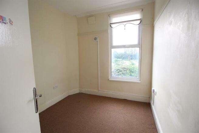 Small bedroom..JPG
