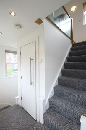 P1190_F8,33Ivanhoe_g_Stairs.JPG