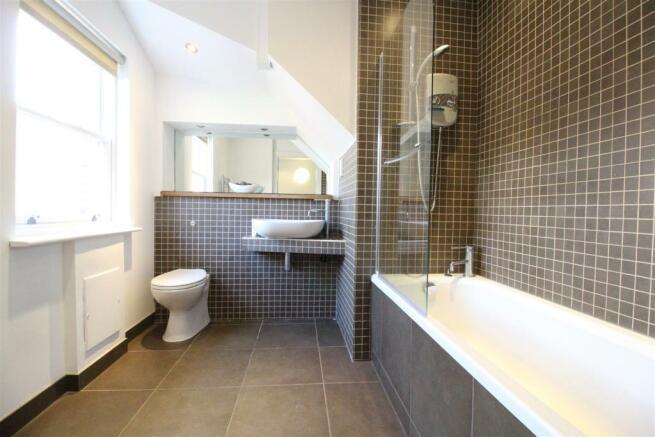 P1190_F8,33Ivanhoe_h_Bed2_Bathroom_1.JPG