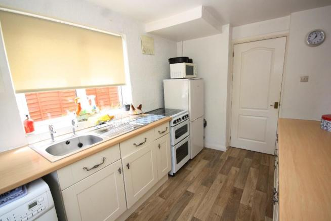 Fitted Kitchen (3)