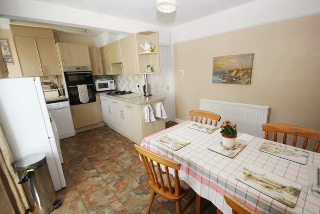 17' Kitchen & Dining