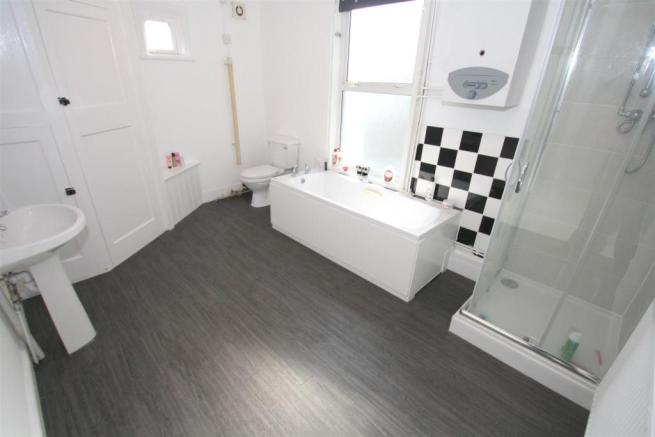 Top Flat - Bathroom.JPG