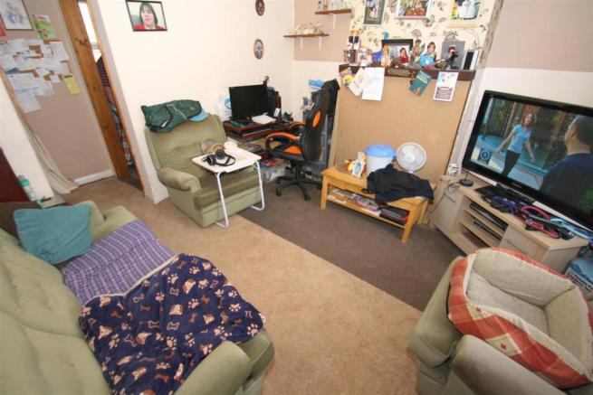Bottom Flat - Lounge.JPG