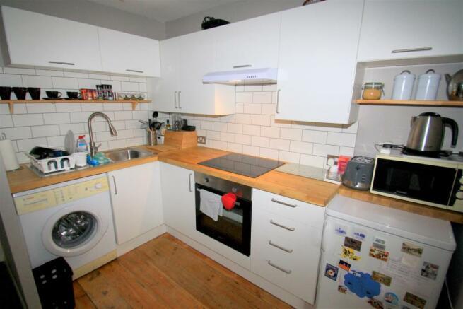 Kitchen (10).JPG