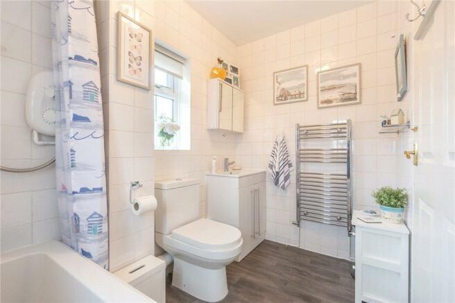 Bathroom 1b