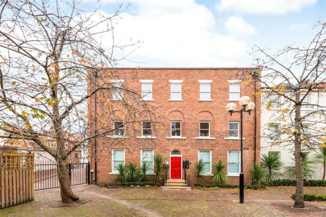 1 bedroom apartment for sale in Heritage Court, Lower Bridge Street