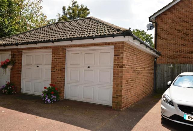 SINGLE GARAGE WITH ADDITIONAL OFF STREET PARKING S