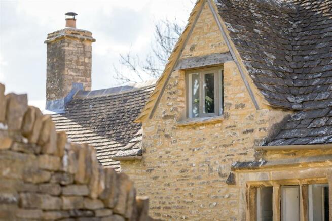 5 - The Old House - GL7 7AR - L Web.jpg