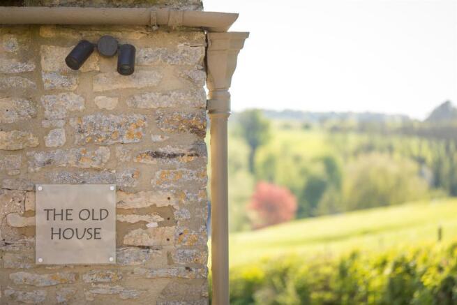 7 - The Old House - GL7 7AR - L Web.jpg