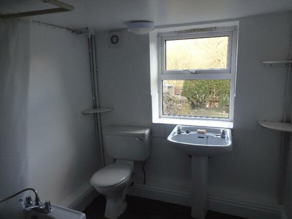 manchester road 264 bathroom (2).jpg