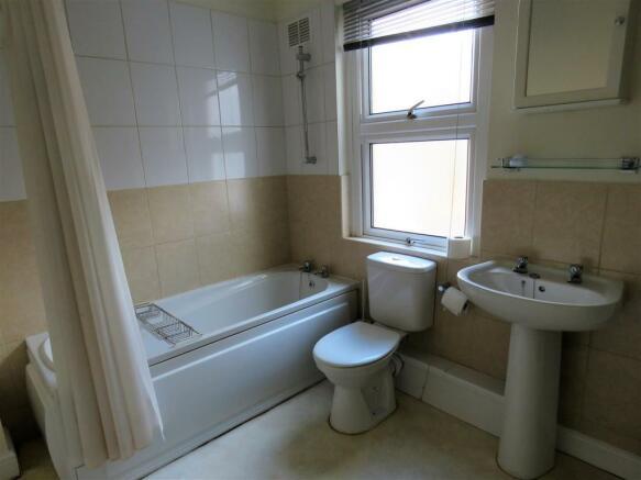 middlewood rd, 283a bath.jpg