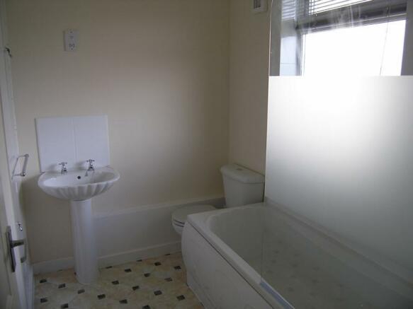 Regent Court 169 bathroom.JPG