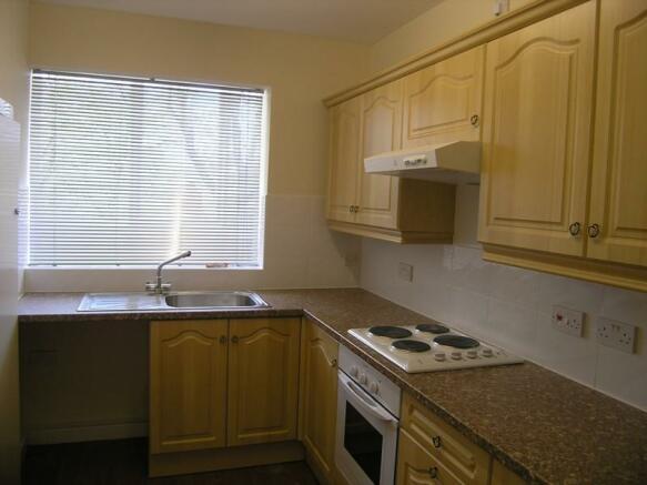 Regent Court169 fitted kitchen.JPG