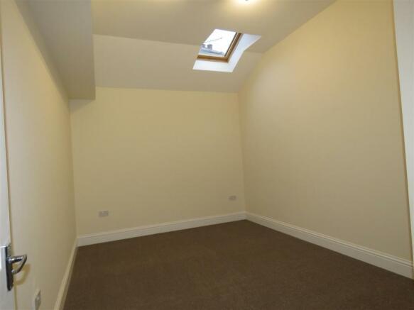 Oldfield Rd 98 flat c bed2.JPG