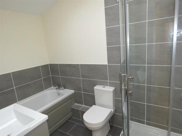 Oldfield Rd 98 flat c bath.JPG