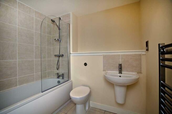 apt 120 bathroom sm.jpg