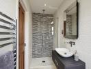 Contemporary en-suite shower room