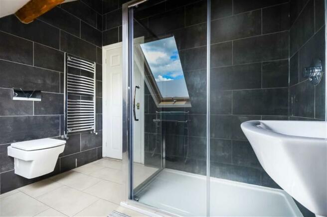 Luxury bathroom (rear)