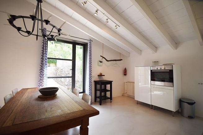 Top Dining kitchen