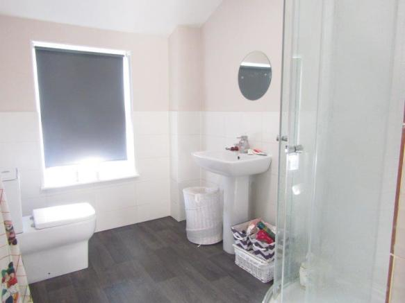 30 Henley Rd  bathroom 1.jpg