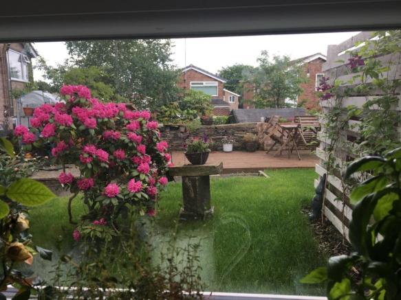 https://www.99home.co.uk/media/photos/14_Garden_view_from_kitchen.jpeg
