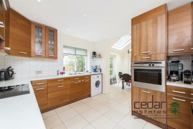 Flat 1 190 Goldhurst Terrace-4.jpg