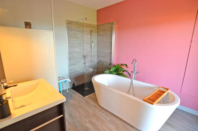 1112CA_bathroom.jpg