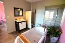 1112CA_bathroom1.jpg