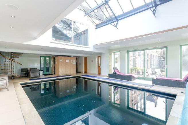 Swimming Pool CH