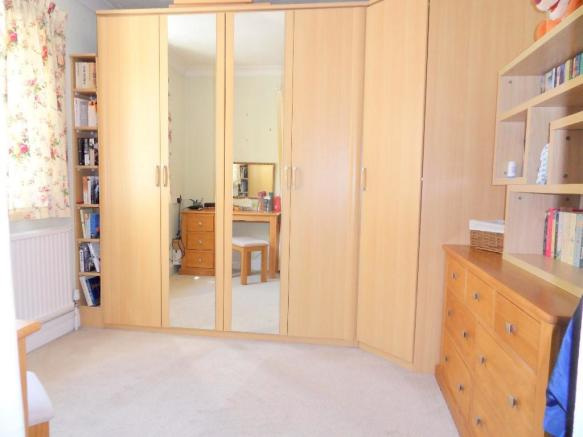 DRESSING ROOM/BED 3