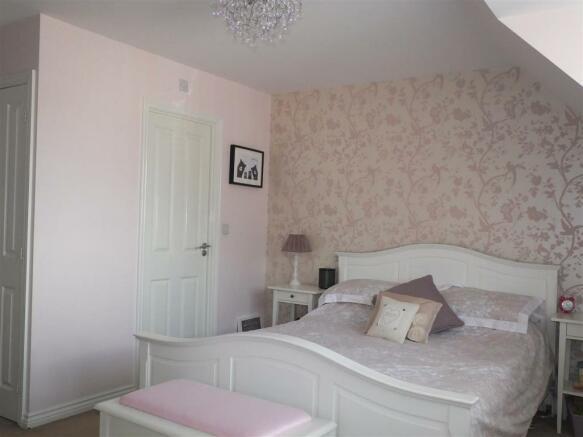 bedroom 1!.JPG