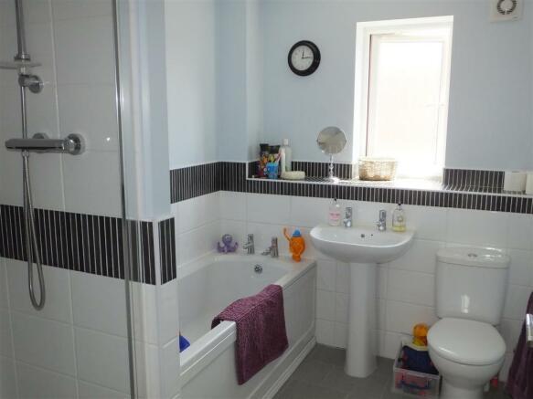 Bathroom!.JPG