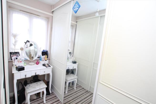 Bed5dressing room