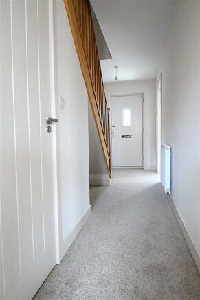 Alexandrite Hallway with WC door.JPG