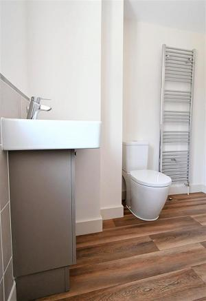 22 - Alexandrite - Main Bathroom (different angle)