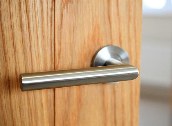 Door handle on Oak door