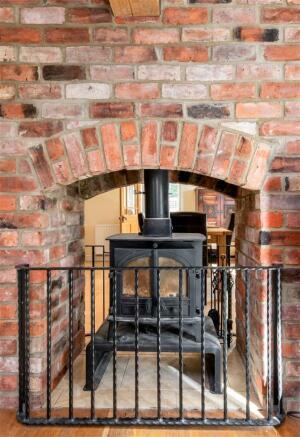 Dual aspect log burner