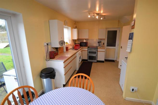 KITCHEN/DINING ROOM;