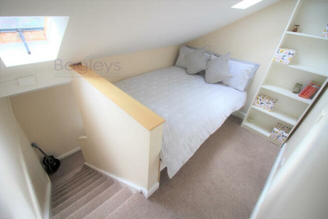 Upper Level Bedroom e