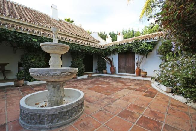 Villa for sale in Guadalmina Alta