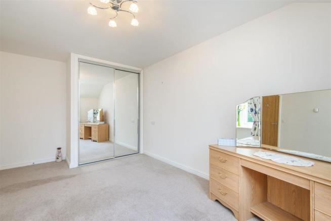Master Bedroom (2nd pic).jpg