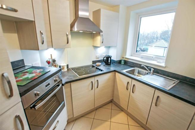 7 Broadfield Court kitchen.jpg