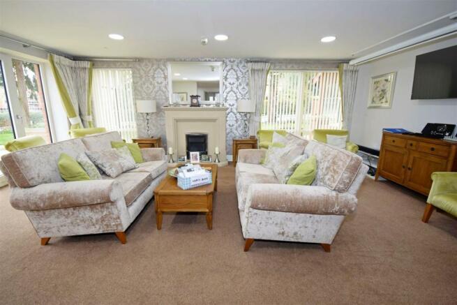 communal lounge 1.jpg