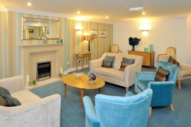 hilltree communal lounge.jpg