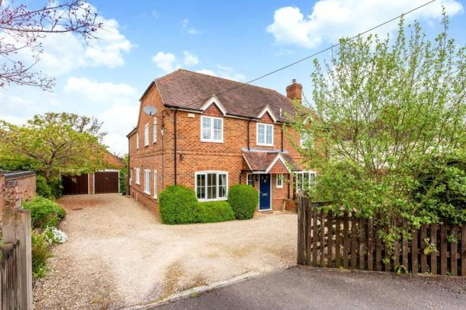 5 bedroom detached house for sale in Woolton Hill, Newbury