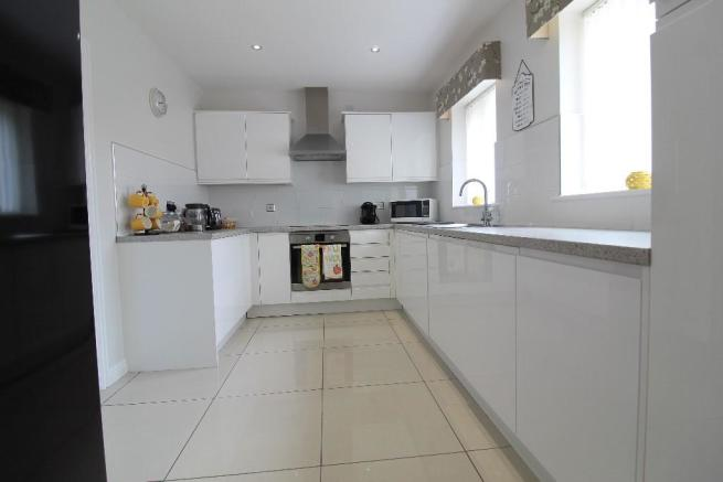 5 Bedroom Detached House For Sale In Runnymede Avenue