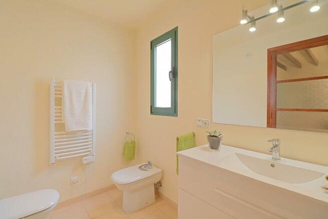 Bathroom 1 - 2