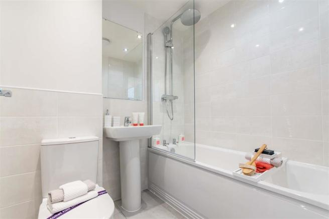 Typical Taylor Wimpey bathroom